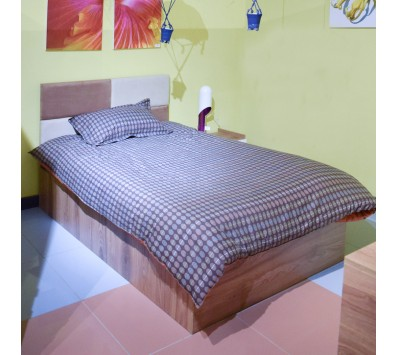 BED ROOM SINGLE BED STEP